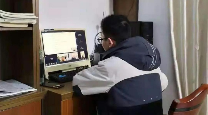 电脑进行听课