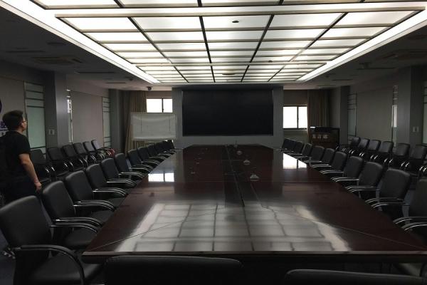 大型会议室应该选择什么显示设备?上海崎纳智能办公推荐小间距LED