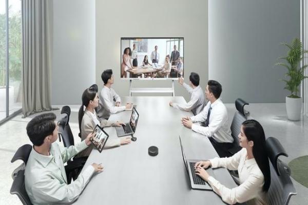 重塑现代办公,MAXHUB如何让会议平板成为企业新基建?